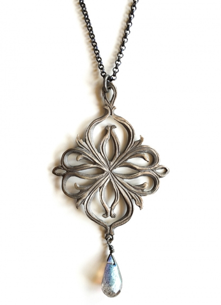 necklace-silver-gate-of-como-lake-medievl-draw